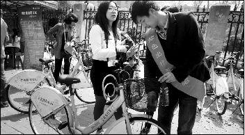 """武汉市让骑行游客能放心在马路上撒欢"""""""