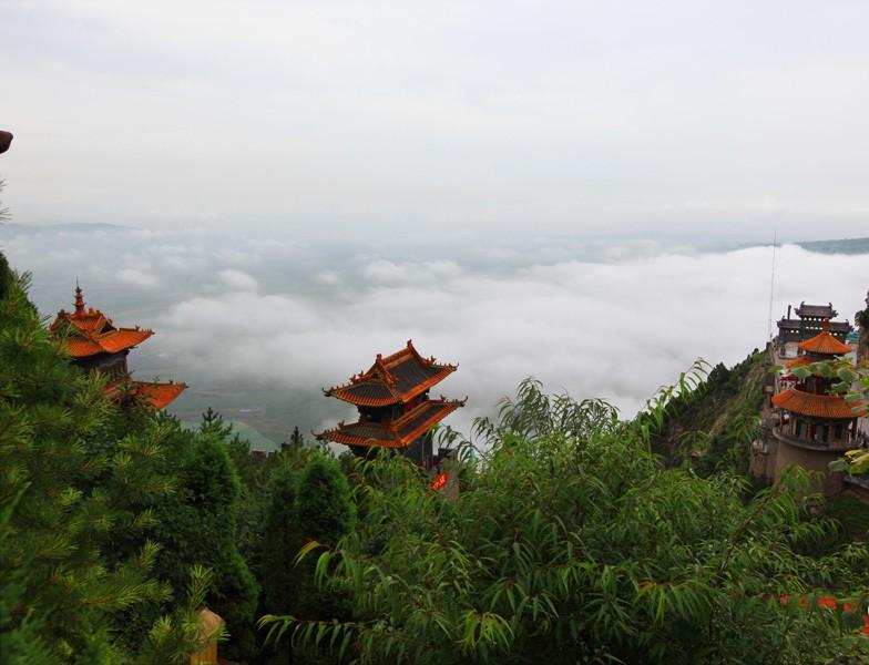 绵山景区暴雨后惊现云海奇观