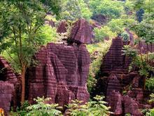 <b>湖南湘西:红石林4.5亿年风蚀水刻的美丽</b>