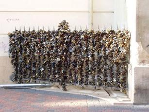 """世界上12个锁""""住爱情的地方"""