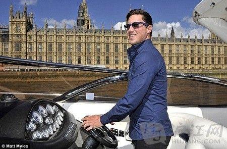 英男子中百万英镑大奖带弟环球旅行