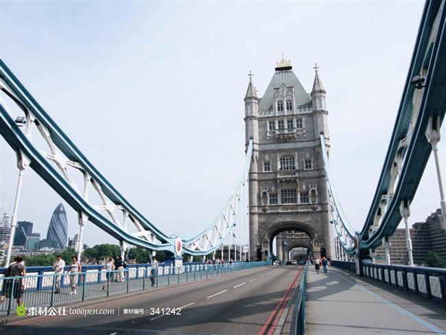 伦敦塔旅游景点介绍之美食,在伦敦您随处都可以品尝到世界各地的风味美食,这恰恰反映出伦敦多姿多彩的一面。以下是其中若干风靡英伦的国际风味,由此伦敦真正的国际大都市风情可见一斑。 印度风味 东伦敦的布里克巷 (Brick Lane)(或称 孟加拉镇 )是品尝印度美食的必选之地,那儿您会尝到 孟加拉菜系 (Bengal Cuisine) 里 的经典名菜。位于西伦敦的索斯赫尔 (Southall) 位置稍偏,但却是伦敦 旁遮普社区的中心曾经获奖的 马德胡餐厅 (Madhus) 便坐落于此,这里将为您提供丰