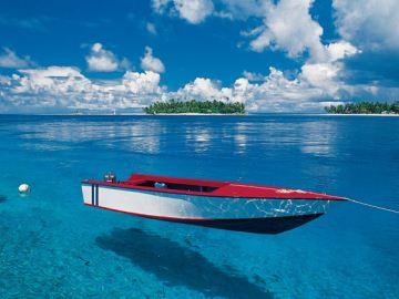 白色的沙滩,七色的绚丽泻湖,色彩缤纷的热带花卉,油画般的完美构图,这