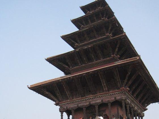 随后参观原为眺望塔的ta
