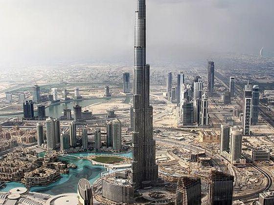 前往迪拜湾乘坐阿拉伯特色水上taxi,欣赏迪拜金色海湾美丽风景.