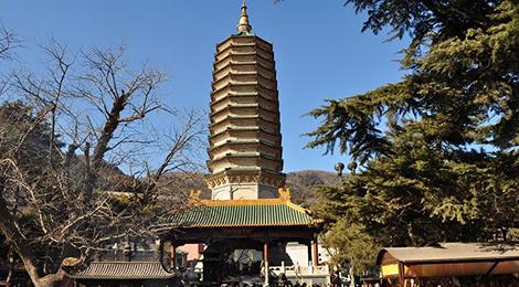 (淡季,11月—次年5月)   景区地址:北京市西山风景区南麓八大处公园.